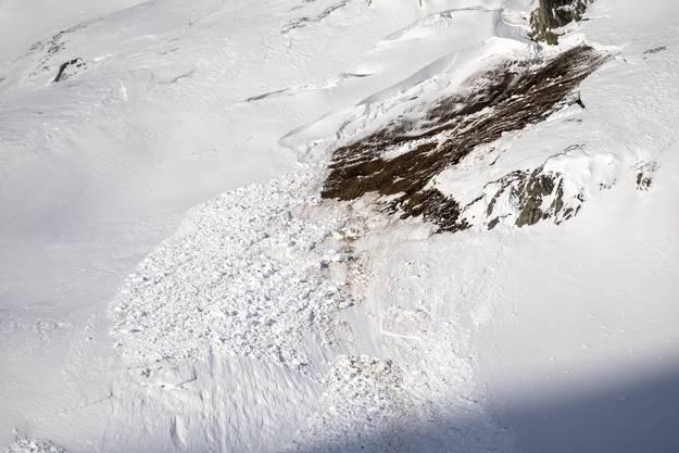 Hier hat sich die Schneemasse gelöst.