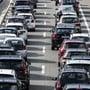 Nach einer Kollision zwischen einem Kleinlaster und einem Auto ist die deutsche Autobahn A5 in Fahrtrichtung Basel vor Weil am Rhein am Mittwoch für Aufräumarbeiten fast vier Stunden lang blockiert gewesen. (Symbolbild)