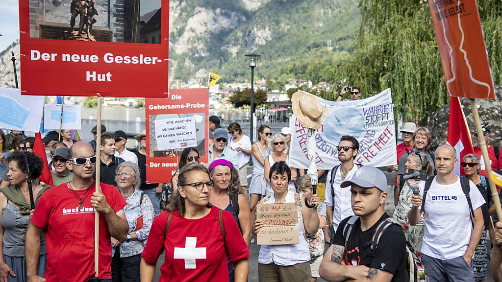 350 Menschen demonstrieren in Uri gegen Corona-Massnahmen