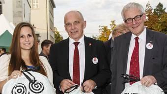An der HESO-Eröffnung, zwei Tage vor der Bundestagswahl, ahnten sie noch nichts von den Umwälzungen in Heilbronn: Vanessa Stockbauer, das «Käthchen von Heilbronn», SVP-Bundesrat Ueli Maurer und Stadtpräsident Kurt Fluri.