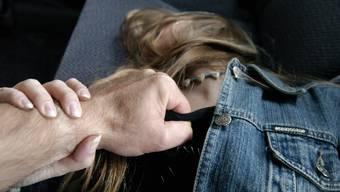 Der Angeklagte soll versucht haben, Yasemin G.* in ihrer Wohnung zu vergewaltigen. (Symbolbild)