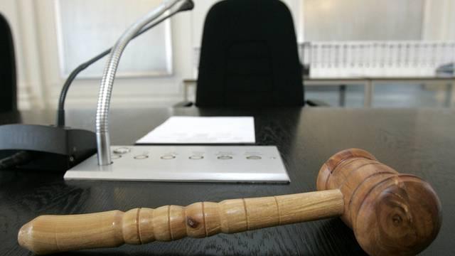 Das Amtsgerichts Olten-Gösgen hatte Oliver B. im August 2012 wegen sexueller Nötigung und versuchter Vergewaltigung zu einer Freiheitsstrafe von drei Jahren mit vollzugsbegleiteter Massnahme verurteilt. Dagegen hat der Verurteilte Einsprache erhoben. (Symbolbild)