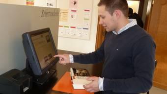 Die Kunden der Stadtbibliothek Aarau können die Medien ab sofort selbstständig ausleihen.
