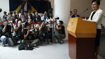 Hongkongs Regierungschefin Carrie Lam weist vor Journalisten Spekulationen über eigene Rücktrittsabsichten zurück.