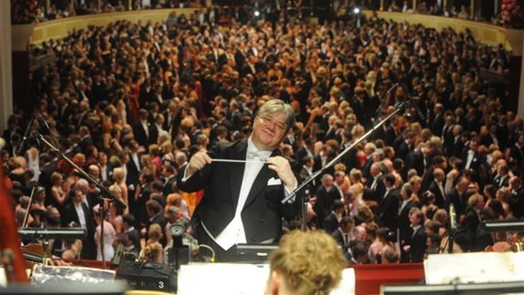 «Schwelgen im Dreiviertel-Takt». Dirigent Andreas Spörri leitet das Wiener Opernball Orchester seit 2010.