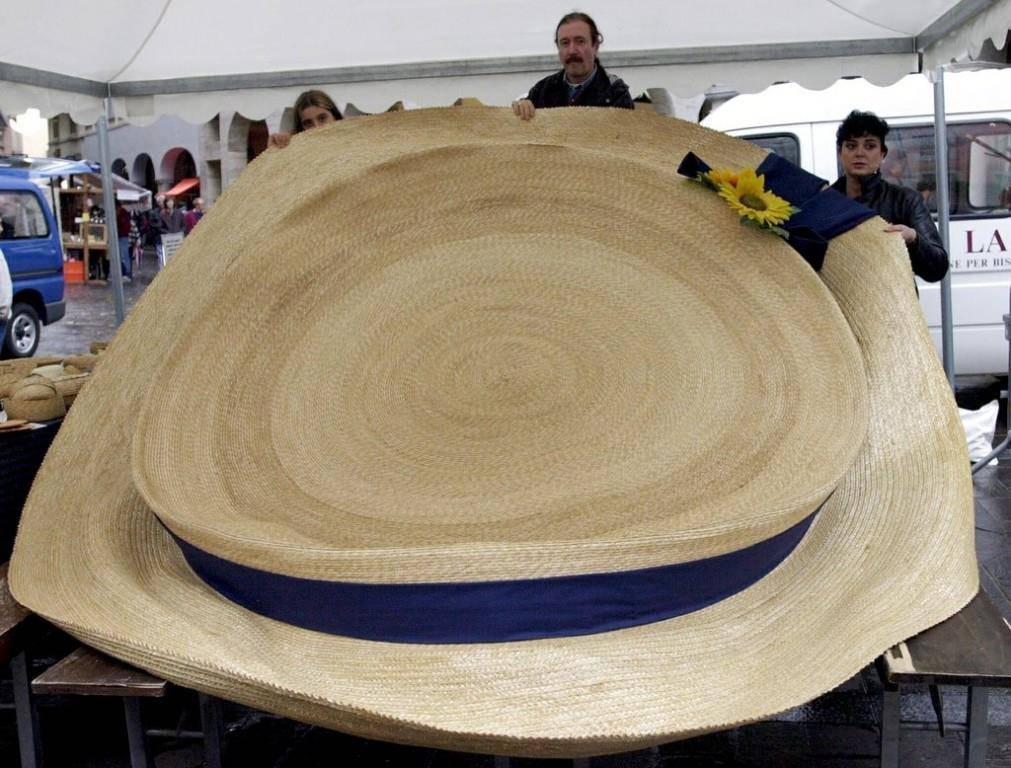 Ein Hut darf nicht fehlen: Je grösser desto besser. (© Keystone)