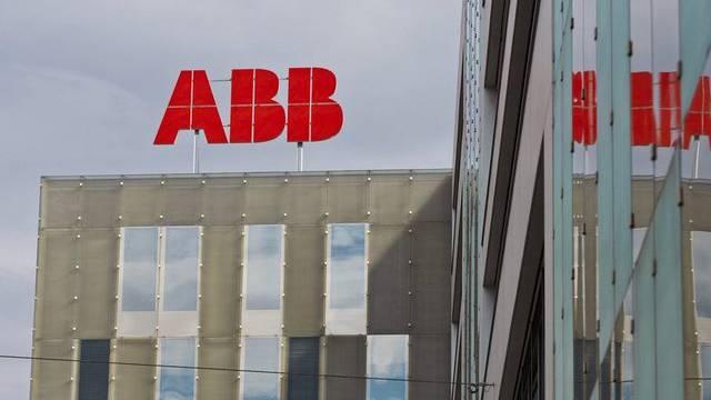 Rote Lettern: Logo des Industriekonzerns ABB in Baden im Kanton Aargau (Archiv)