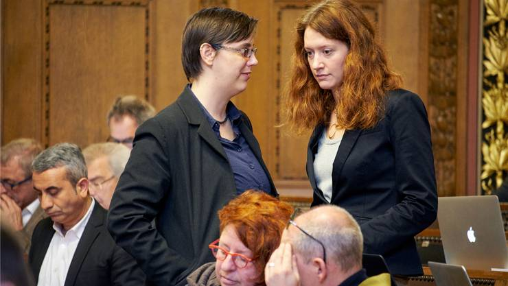 Die grüne Grossrätin Lea Steinle (r.) hat im Basler Kantonsparlament für grossen Wirbel gesorgt.