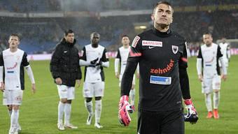 Der Aarauer Toerhuter Joel Mall (vorne) und der FC Aarau wollen den Rückstand auf Vaduz verkürzen.