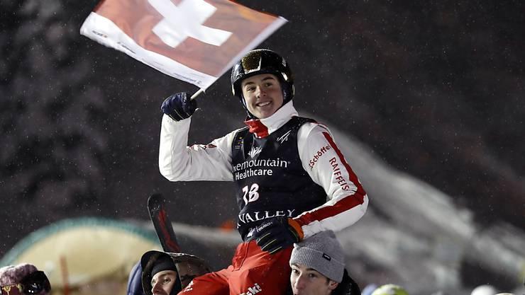 Die nächste Überraschung für die Schweizer Skiakrobaten: Noé Roth und seine Teamkollegen Nicolas Gygax und Carol Bouvard sichern sich WM-Gold