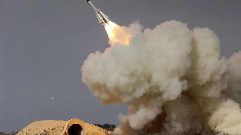 Der Iran reagiert mit einer grossangelegten Militärübung auf die jüngsten Strafmassnahmen der USA. Bei dem Manöver am Samstag sollen nach iranischen Angaben auch auch verschiedene Raketentypen zum Einsatz kommen. (Archivbild)