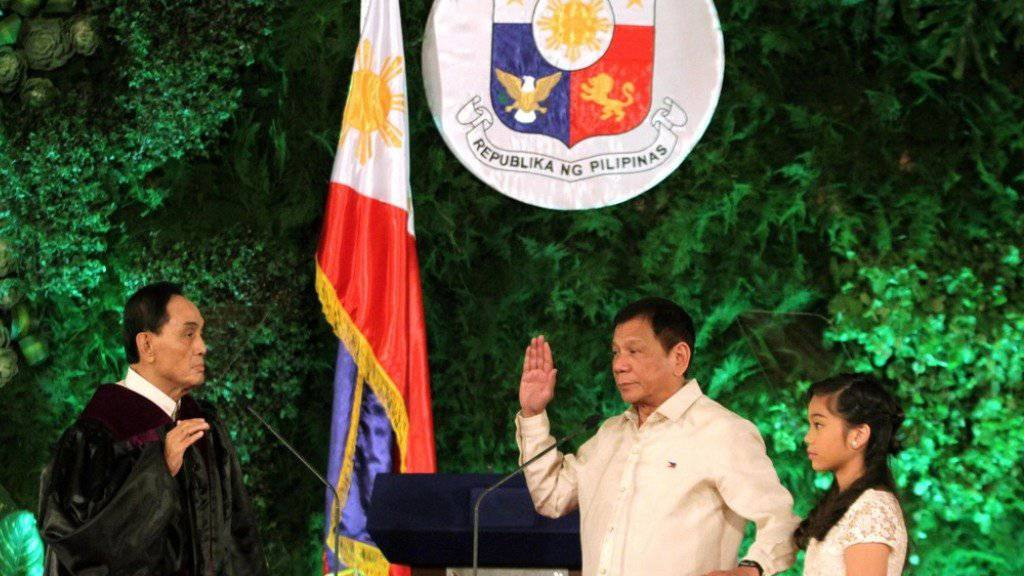 Rodrigo Duterte legte am Donnerstag in Manila den Amtseid ab.