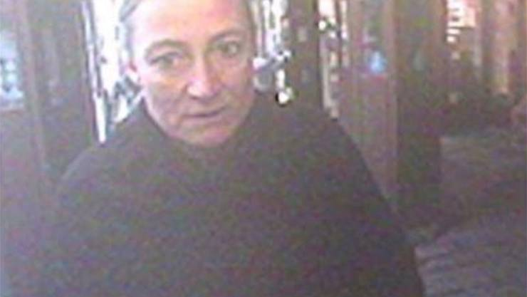 Carla Schauer am Bancomaten der Hypothekarbank Lenzburg in Rupperswil am Tag ihrer Ermordung. Wenige Stunden später war sie tot.