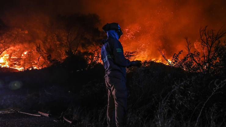 Der Waldbrand bei Monchique im Süden von Portugal hat laut einem Zeitungsbericht bereits mehr als 16'500 Hektaren Fläche zerstört.