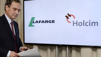 Bruno Lafont, der künftige Chef von Lafarge Holcim, vor den Medien