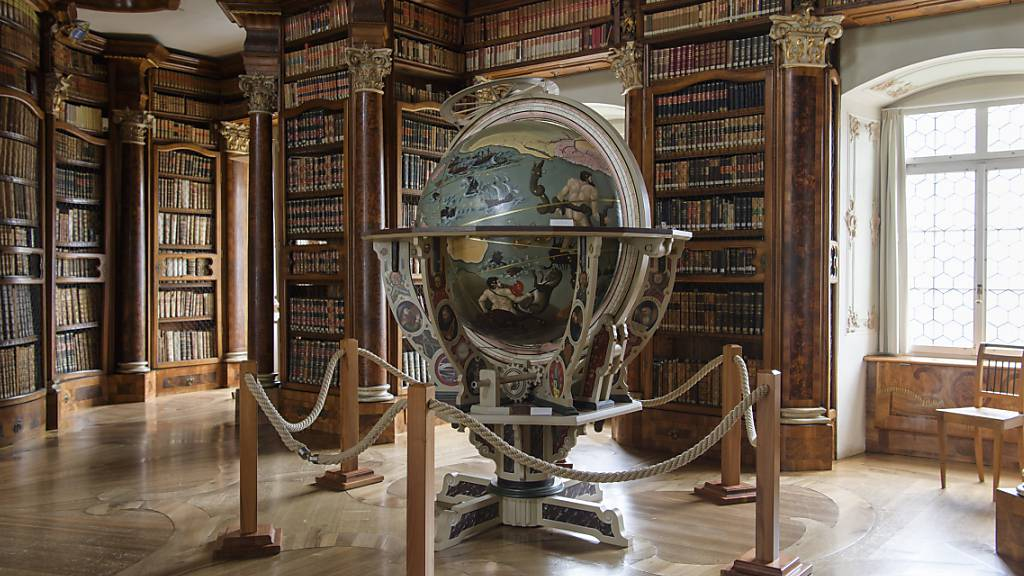 In der Stadt St. Gallen - im Bild die Stiftsbibliothek - wirkte sich 2020 der Einbruch bei den Hotelgästen stärker aus als in den klassischen Tourismusdestinationen Heidiland und Toggenburg. (Symbolbild)