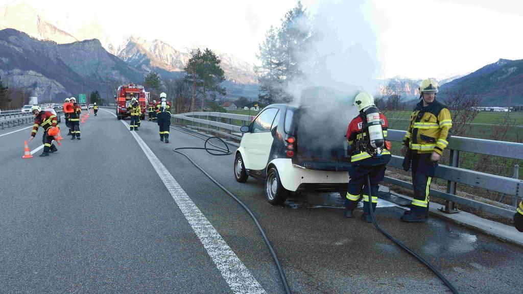 Smart fängt Feuer auf der Autobahn A3