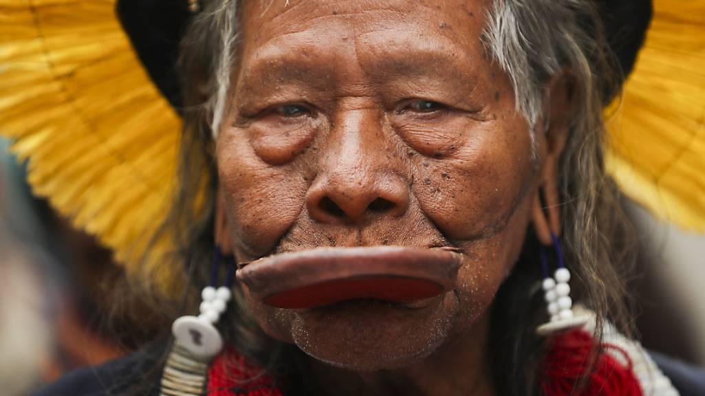 Indigener Häuptling Raoni ins Spital eingeliefert