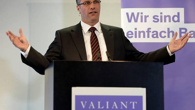 Valiant Bankchef Markus Gygax kann sich über deutlich mehr Halbjahresgewinn freuen. (Archivbild)