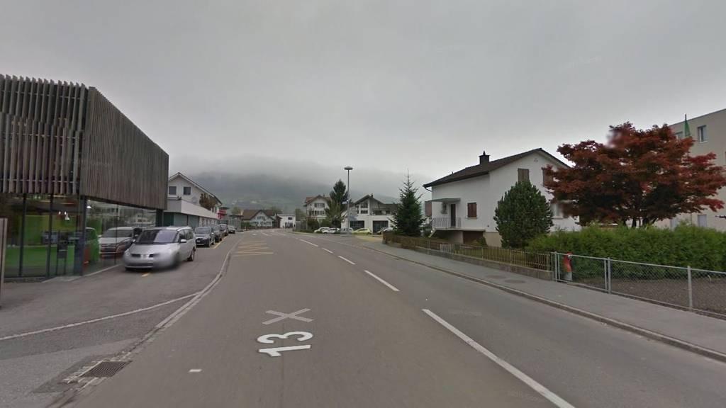 Der Mann wurde um 7 Uhr auf der Hauptstrasse gefunden.