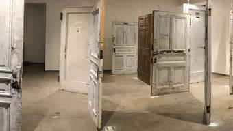10'000-125'000 Dollar je brachte die Versteigerung dieser schäbigen Türen - nur weil einmal ein Promi dahinter gewohnt hat. (zVg)