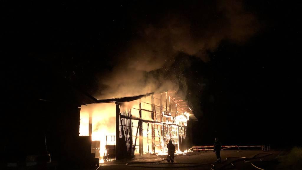 Hoher Sachschaden beim Brand einer Lagerhalle in Weiach