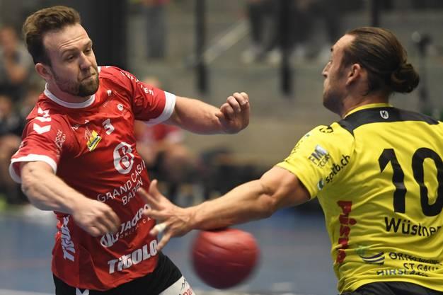 Das gleiche Duell noch einmal: Michal Tonar (r.) versucht sich, gegen Frederic Wüstner durchzusetzen.