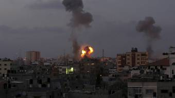 Hamas greift israelische Städte an – Israel bereitet Bodentruppen vor