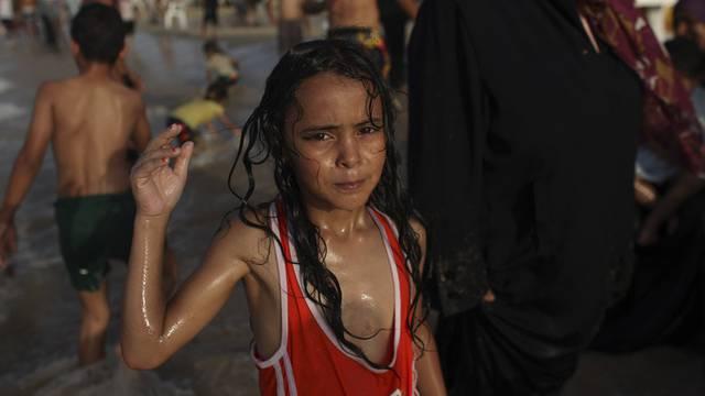 Libysches Mädchen am Strand von Tripolis