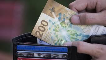 «Nach der ersten Zahlung kamen dauernd neue Forderungen dazu», sagte der geprellte Rentner gegenüber der Rheinfelder Gerichtspräsidentin. (Symbolbild)