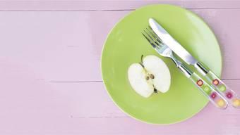 Der Apfel auf dem grünen Teller hat eine gewisse Ästhetik. Aber ob das reicht, um uns vom Gedanken an einen «Berliner» abzubringen?Keystone