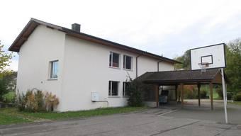 Das ehemalige Schulhaus Attelwil. Die Gemeinde will es verkaufen.