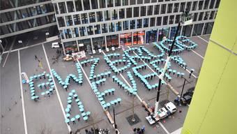 Schon 2015 demonstrierten Lernende des Berufs- und Weiterbildungszentrums (BWZ) auf dem Campusplatz Brugg-Windisch gegen eine mögliche Schliessung. (Archiv)