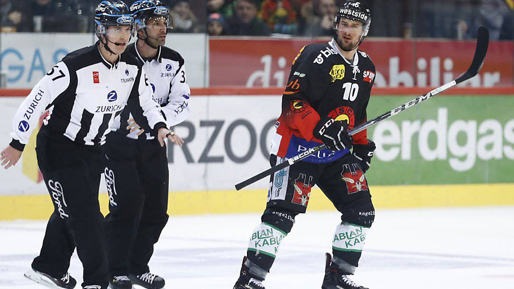 Tristan Scherwey musste gegen Zug schon früh vom Eis