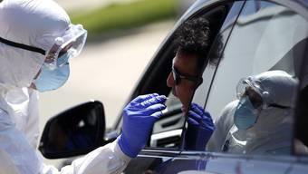4665 Personen liessen sich seit Samstag auf das Coronavirus testen.