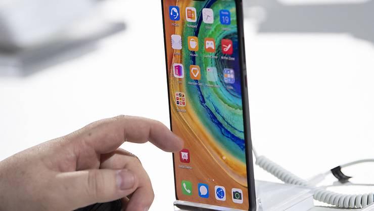 Huawei hat am Donnerstag sein neues Spitezn-Smartphone Mate 30 vorgestellt - dabei aber keine Angaben zur Verfügbarkeit der Geräte gemacht. (Archiv)