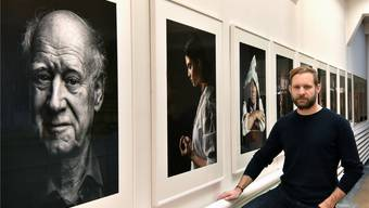 Der Fotograf Remo Buess zeigt im Schauraum in Olten eine Auswahl seiner besten Porträts.