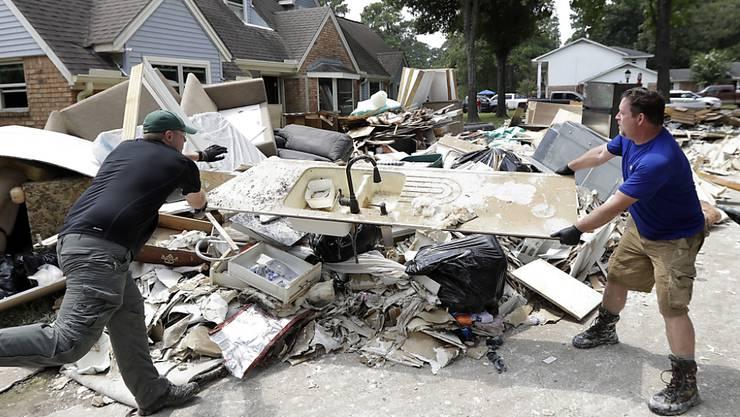 """Noch ist das gesamte Schadensausmass durch Hurrikan """"Harvey"""" noch nicht bekannt. Vielerorts wie in Spring in Texas begannen die ersten Aufräumarbeiten bereits."""