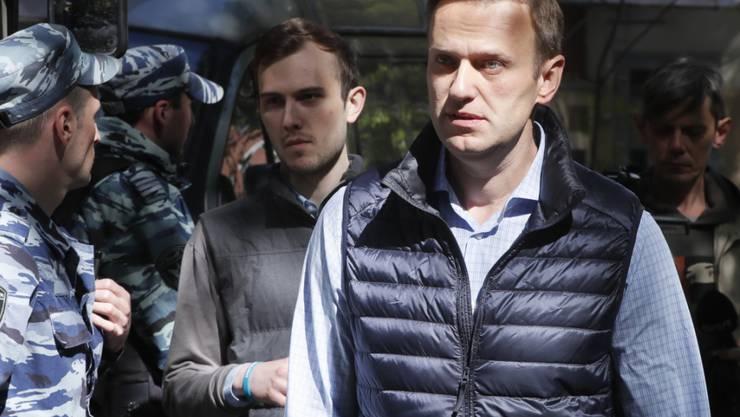 Der russische Regierungskritiker Alexej Nawalny ist erneut zu 30 Tagen Haft verurteilt worden. Das Moskauer Gericht begründete die Strafe damit, dass Nawalny abermals zu nicht genehmigten Demonstrationen aufgerufen habe. (Archivbild)