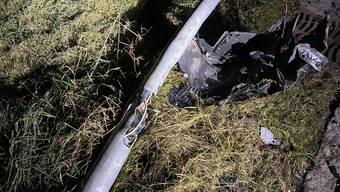 Am frühen Sonntagmorgen verursachte ein Autofahrer einen Selbstunfall und flüchtete zunächst. Die Polizei fand ihn an seinem Wohnort.