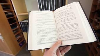 Hebräisch- und Tora-Unterricht hat an jüdischen Privatschulen nur in Zusatzfächern zu erfolgen. Das Volksschulamt prüft dies nun.