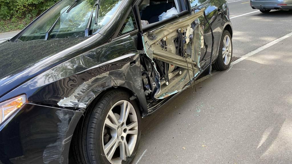 Ennetbaden: Autofahrerin bei Kollision mit Lastwagen mittelschwer verletzt