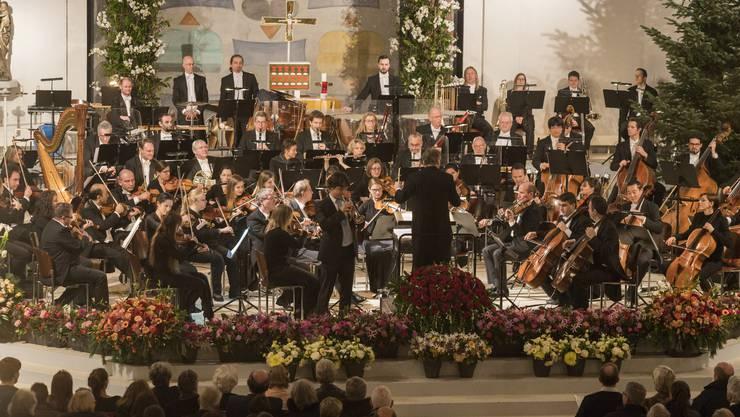 Die argovia philharmonic unter der Leitung von Marc Kissóczy