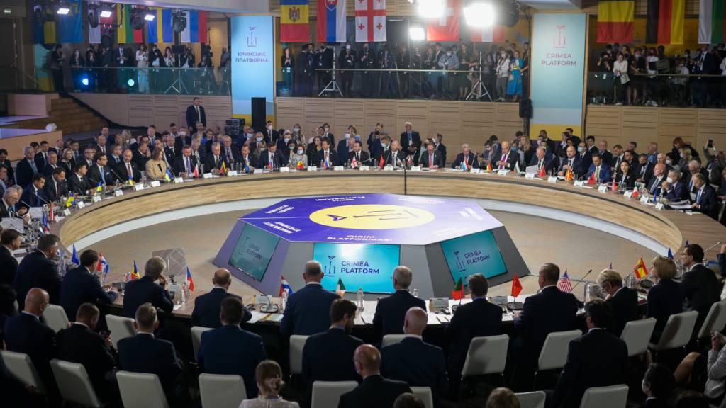 HANDOUT - Die Ukraine richtet in Kiew ein Gipfeltreffen zur Zukunft der annektierten Halbinsel Krim aus. Zu der Konferenz werden dutzende Staats- und Regierungschefs sowie Außenminister erwartet. Foto: Michael Gruber/BMEIA/dpa - ACHTUNG: Nur zur redaktionellen Verwendung im Zusammenhang mit der aktuellen Berichterstattung und nur mit vollständiger Nennung des vorstehenden Credits