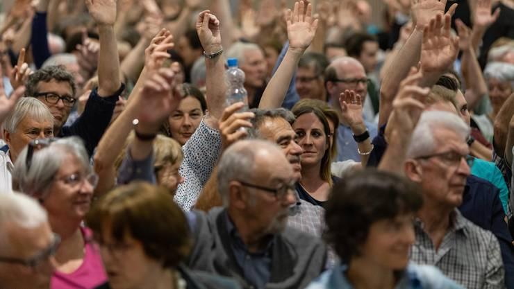 Grosser Rückhalt für das Riesenprojekt: 77 Prozent stimmten an den ausserordentlichen Gemeindeversammlungen (im Bild Bad Zurzach) dem Fusionsvertrag zu.