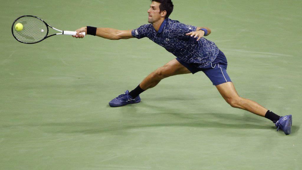 Novak Djokovic gestaltete seinen ersten Auftritt in der Night-Session im Arthur-Ashe-Stadion in New York in diesem Jahr erfolgreich