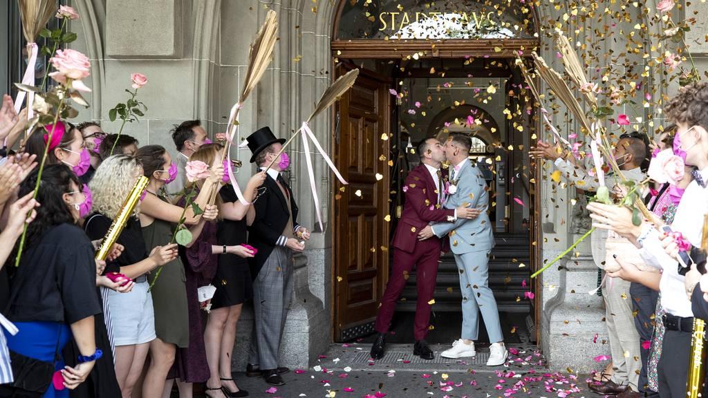 Schweizer Stimmvolk steht hinter «Ehe für alle»
