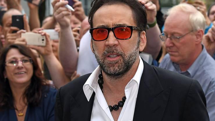 Was Nicolas Cage, hier beim Filmfestival Oldenburg, liest, wissen wir nicht. Aber wäre er Schweizer Schiedsrichter, läge für ihn der «Pfiff» parat, als Lokführer das «Locofolio» und als Bäcker «Panissimo».