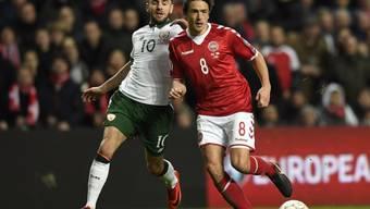 Irlands Robbie Brady (links) gegen Dänemarks Tom Delaney: In Dublin gibt es ein Kopf-an-Kopf-Rennen