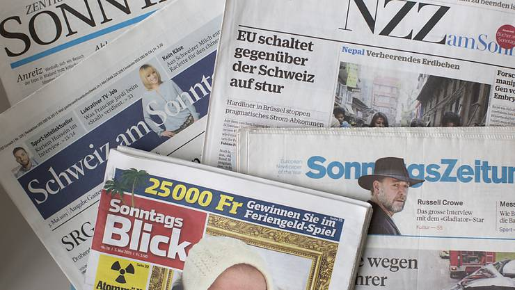 Eine Auswahl der Schweizer Sonntagszeitungen. (Archivbild)